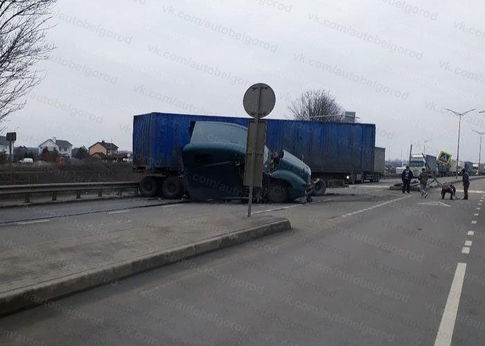 Под Белгородом грузовик снёс опору ЛЭП, фото-2