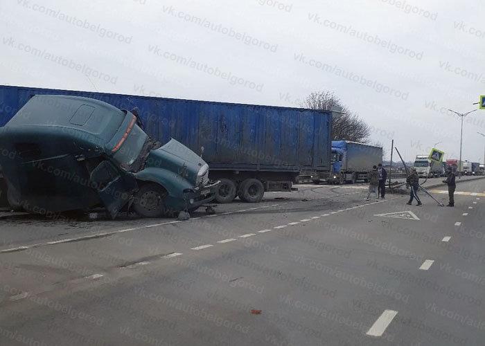 Под Белгородом грузовик снёс опору ЛЭП, фото-1