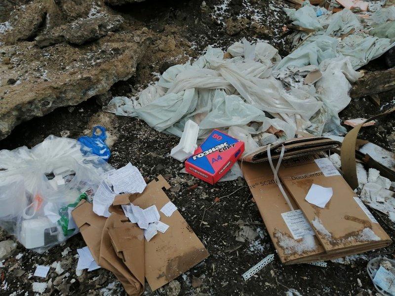 Устроившую свалку в Белгороде организацию нашли по выброшенным документам , фото-1