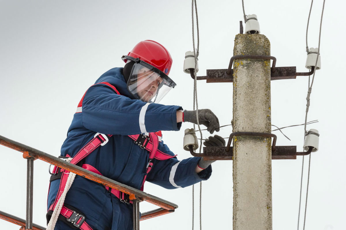 Белгородские энергетики завершают восстановление электроснабжения, нарушенного циклоном, фото-4