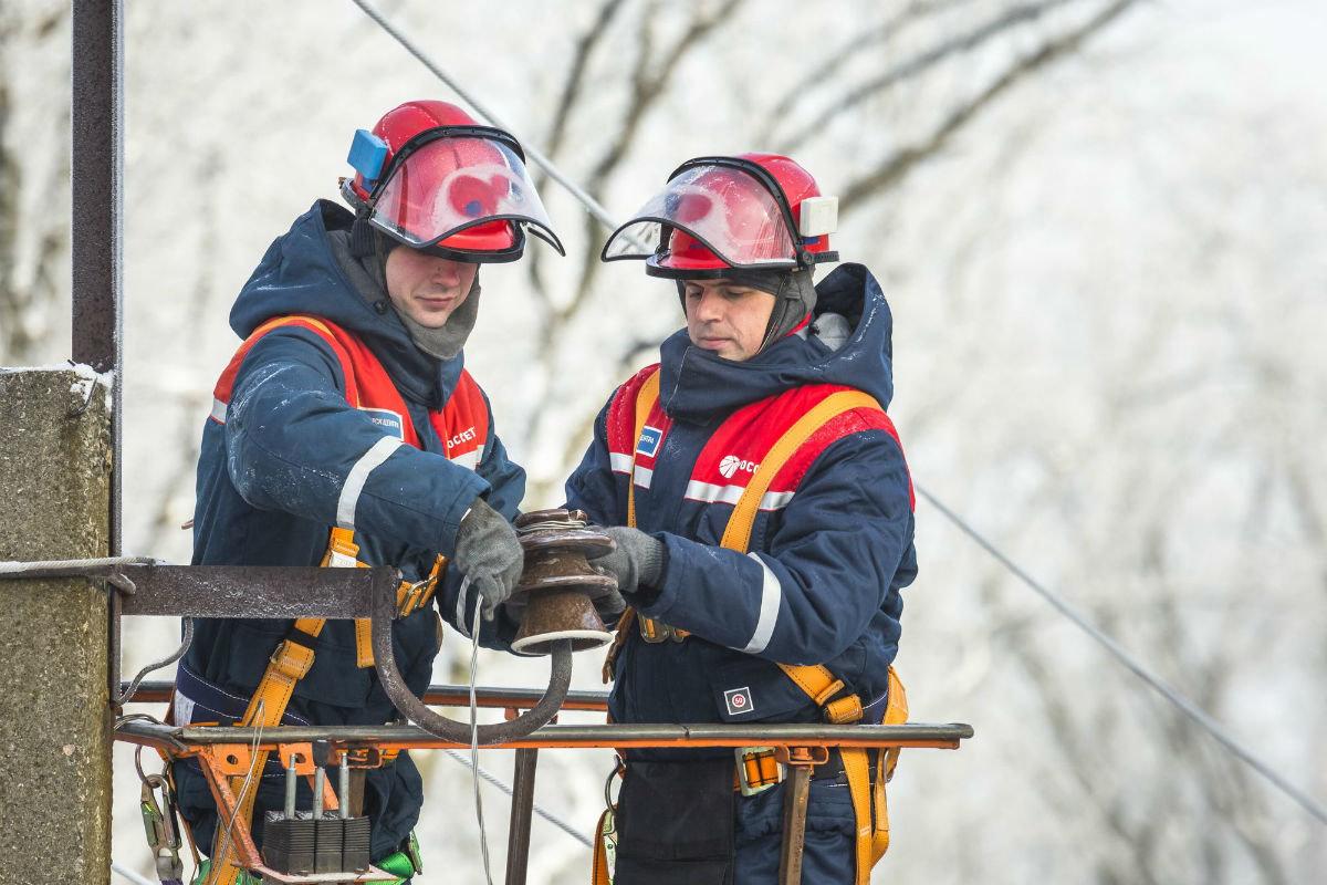 Белгородские энергетики завершают восстановление электроснабжения, нарушенного циклоном, фото-1