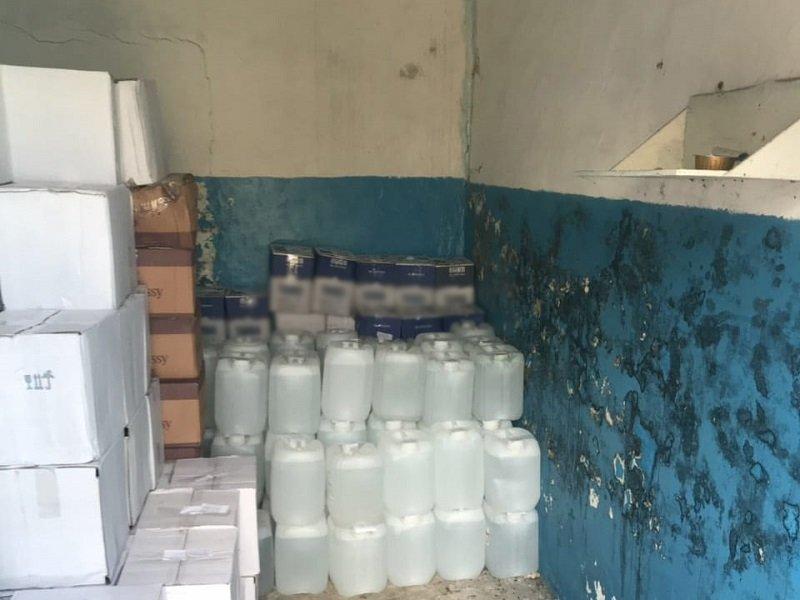 В Белгородской области обнаружили подпольный склад с алкоголем и сигаретами, фото-2