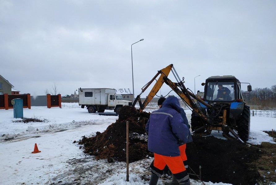 В Белгородском районе вторые сутки устраняют аварию на водопроводе, фото-1