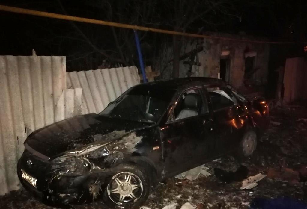 Под Белгородом 22-летняя автомобилистка, перевернувшись, врезалась в забор дома, фото-1