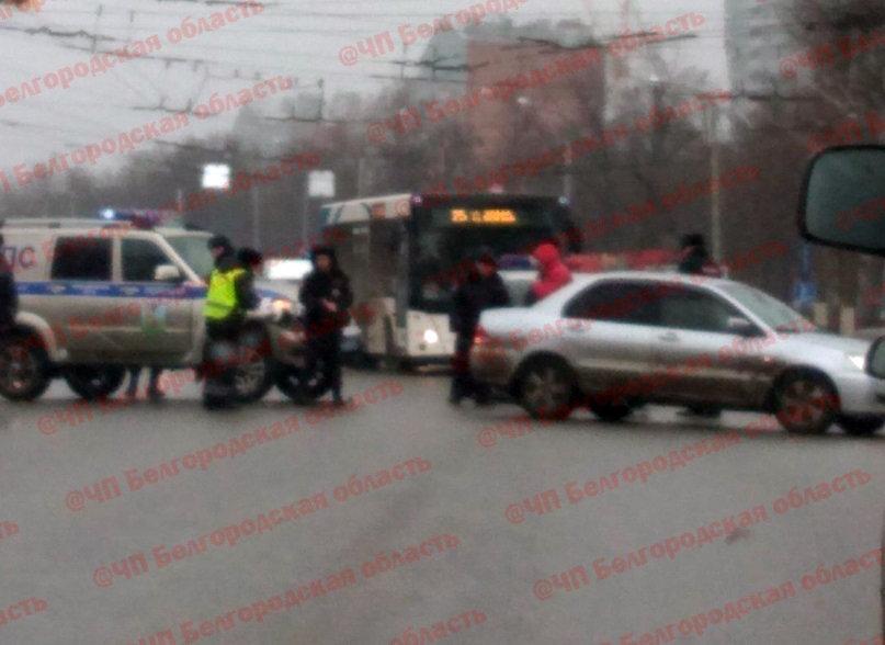 В Белгороде иномарка протаранила полицейский УАЗ, фото-1, Фото: паблик во «ВКонтакте» «ЧП Белгородская область»