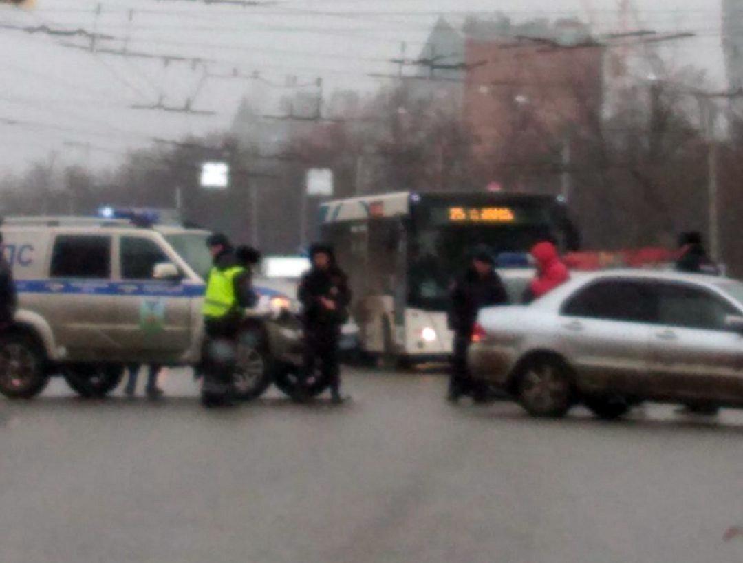 В Белгороде иномарка протаранила полицейский УАЗ, фото-2, Фото: паблик во «ВКонтакте» «ЧП Белгородская область»