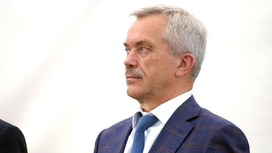 Губернатор без усов. Евгений Савченко порадовал белгородцев армейским фото, фото-2