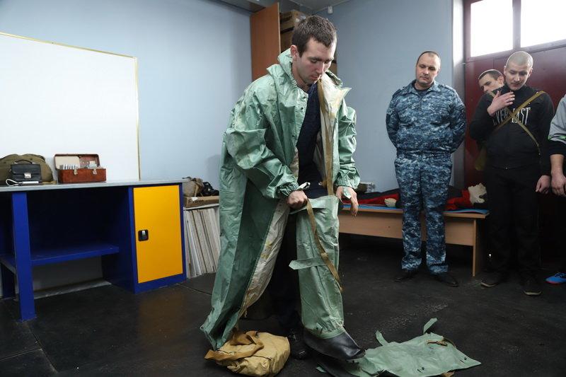Белгородские полицейские надели костюмы химзащиты, фото-3, Фото: пресс-служба управления МВД по Белгородской области