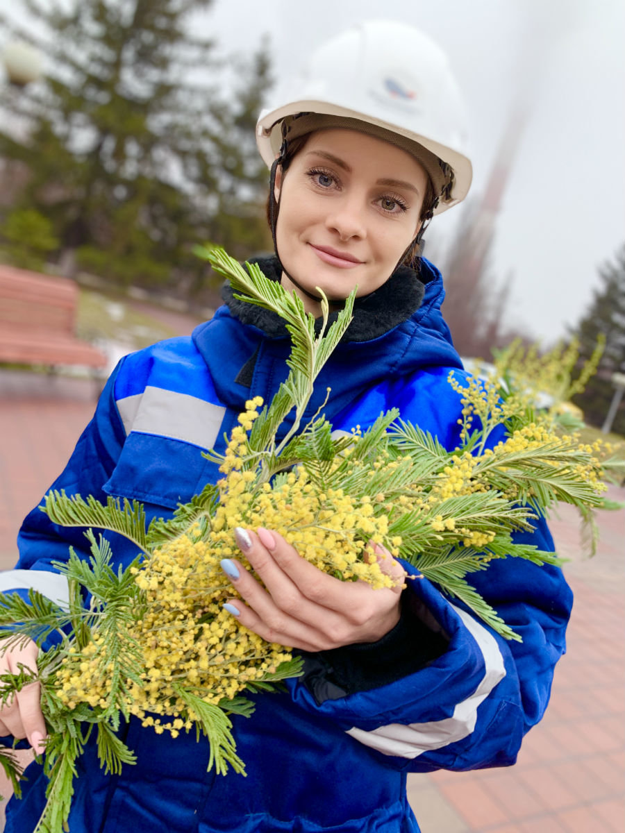 Каждая работница крупнейшего предприятия региона получит весенний букет цветов , фото-1