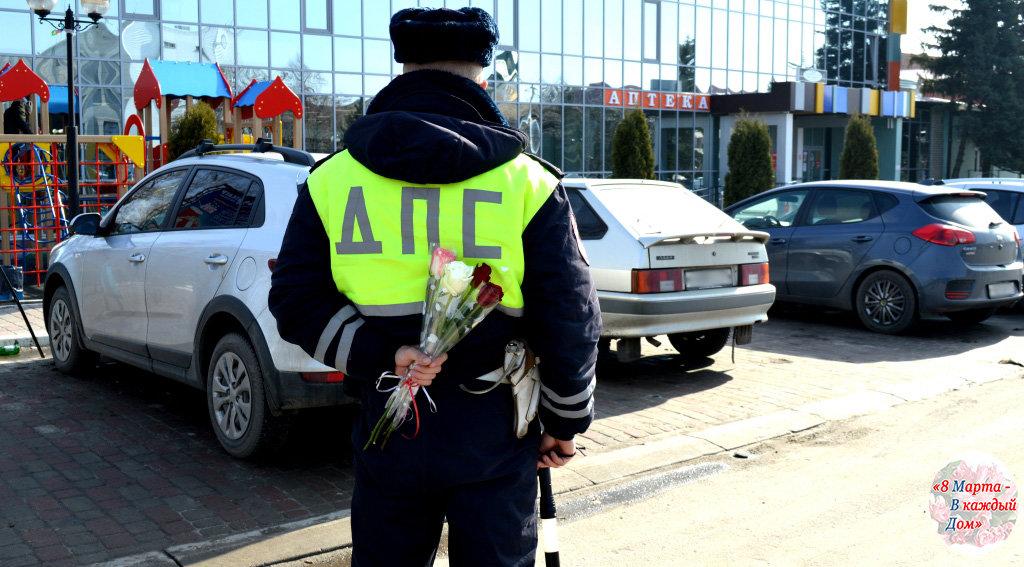 На белгородских дорогах автомобилисток поздравляет «цветочный патруль» ГИБДД , фото-2