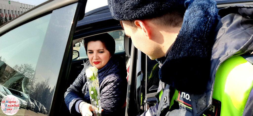 На белгородских дорогах автомобилисток поздравляет «цветочный патруль» ГИБДД , фото-4