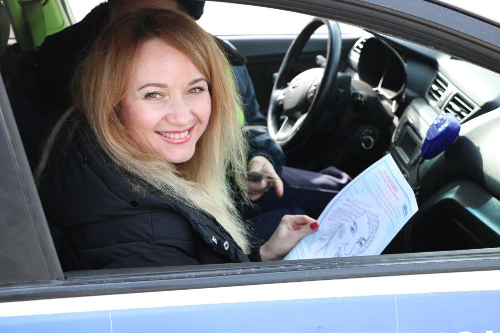 В Белгороде автомобилисток на дорогах поздравляет художник-шаржист, фото-4