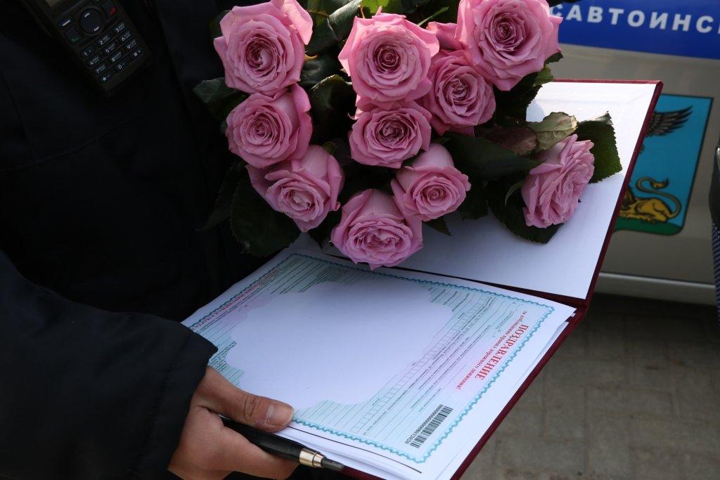 В Белгороде автомобилисток на дорогах поздравляет художник-шаржист, фото-6