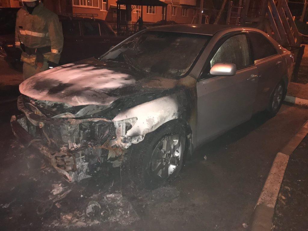 В Белгороде ночью сгорела иномарка, фото-1
