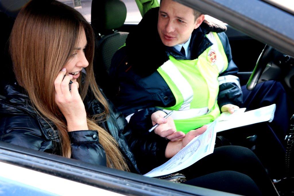 В Белгороде автомобилисток на дорогах поздравляет художник-шаржист, фото-3