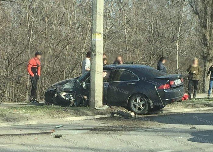 В Белгороде ВАЗ и «Хонда» после столкновения влетели в опоры ЛЭП, фото-1