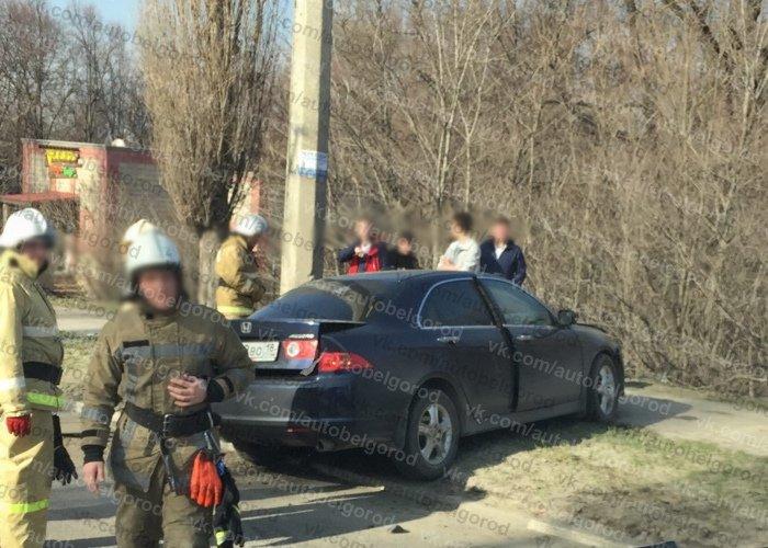 В Белгороде ВАЗ и «Хонда» после столкновения влетели в опоры ЛЭП, фото-2