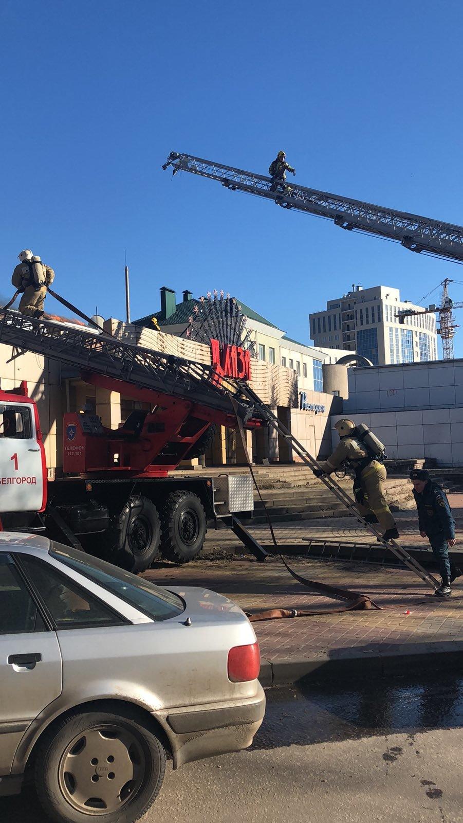 В Белгороде потушили здание ресторана «Плаза», фото-4