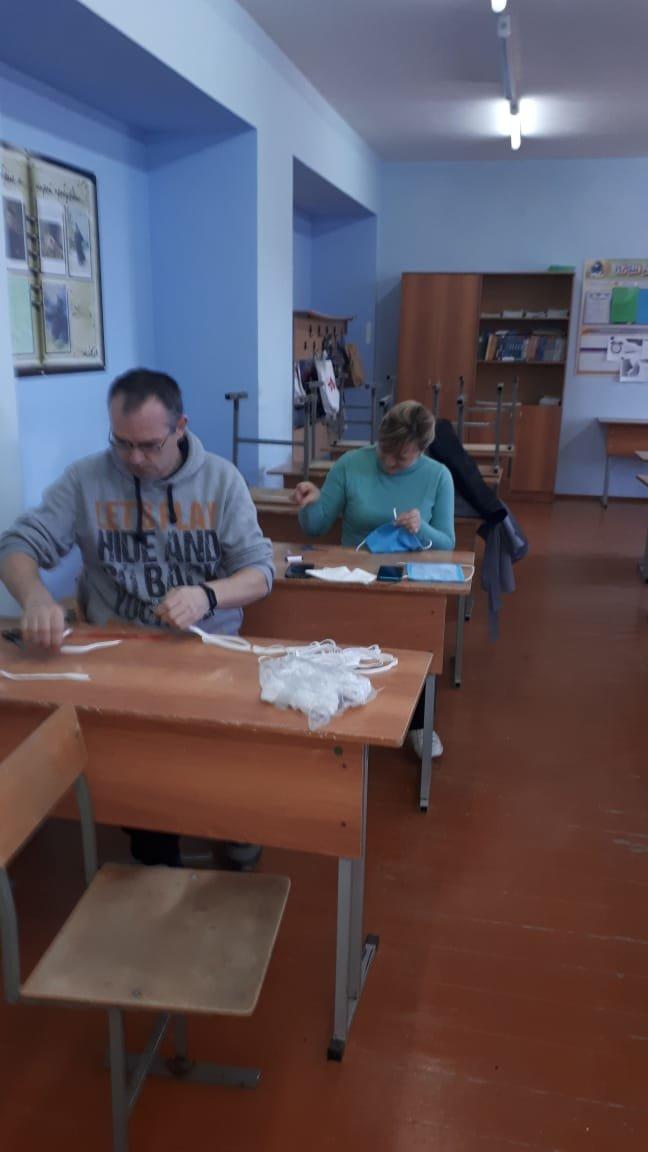 Белгородские учителя шьют защитные маски для полицейских, фото-2