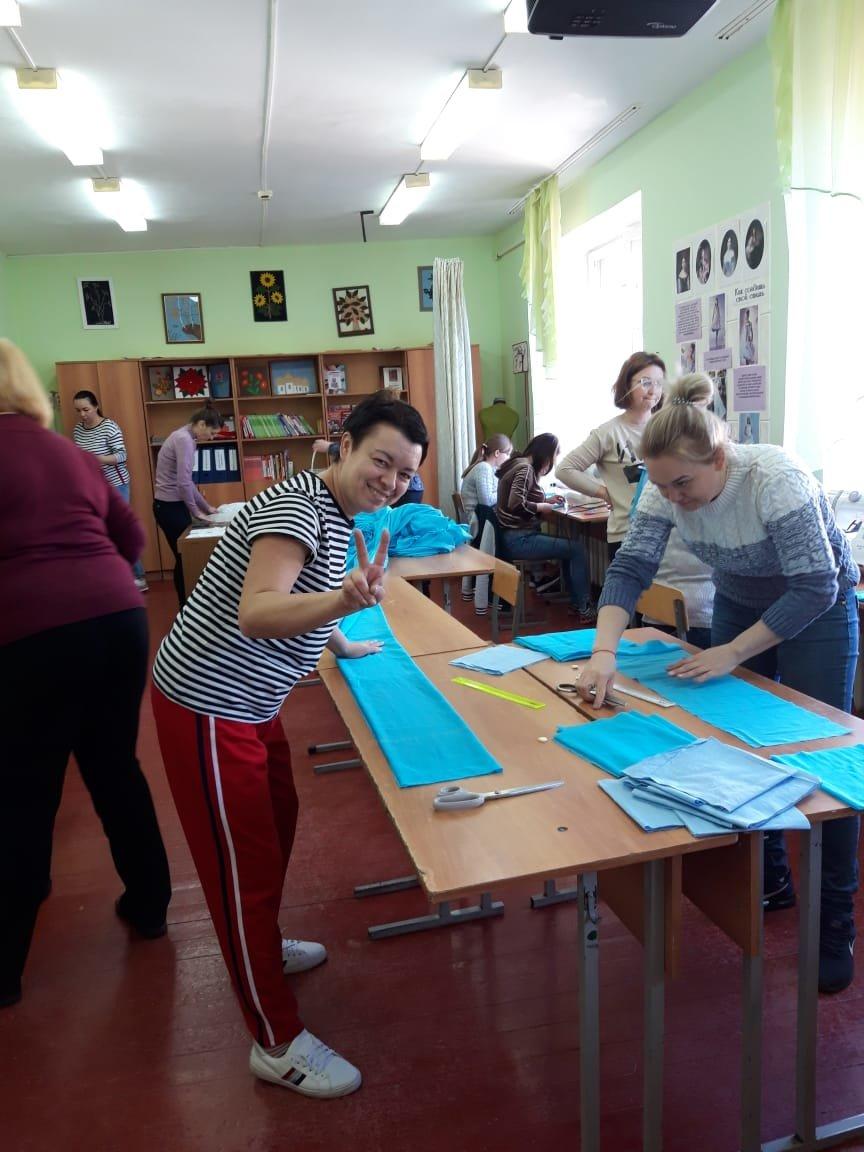 Белгородские учителя шьют защитные маски для полицейских, фото-1