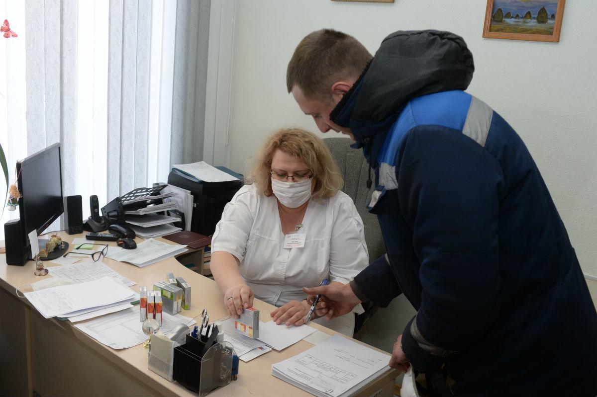 Работникам Лебединского ГОКа начали выдавать витамины, фото-1
