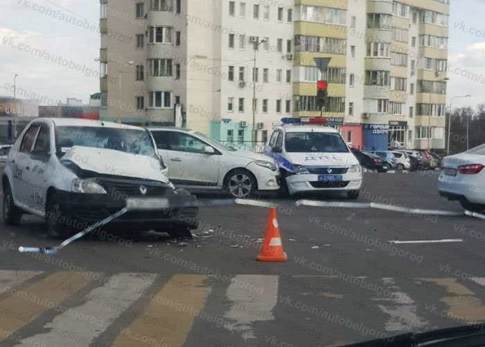 В Белгороде в аварию попал экипаж ДПС, фото-1