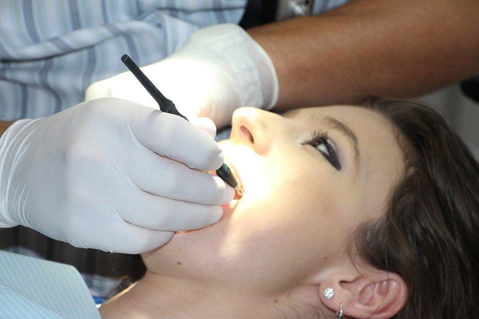 Щётка, ёршик, ирригатор. Как избежать визита к стоматологу, фото-1