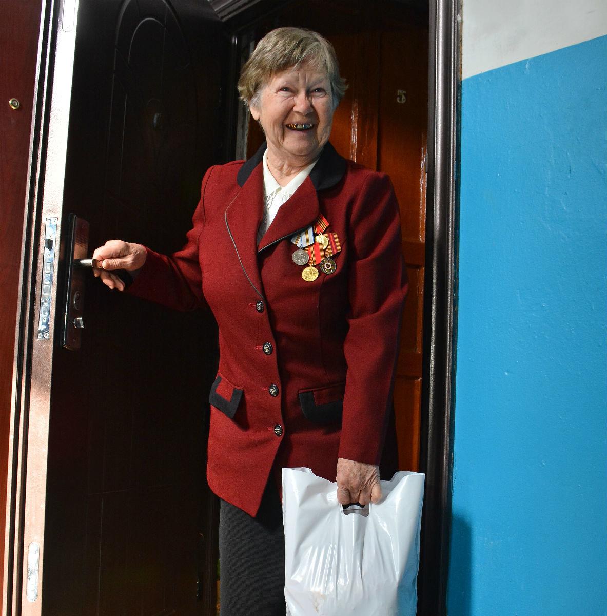 Волонтёры Лебединского ГОКа помогают пожилым губкинцам, фото-1