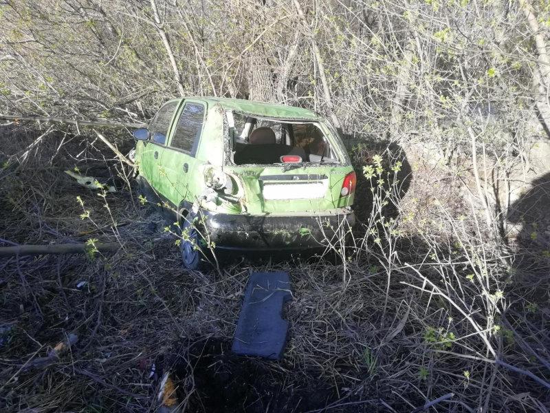 В Старом Осколе два человека пострадали в перевернувшейся иномарке, фото-3