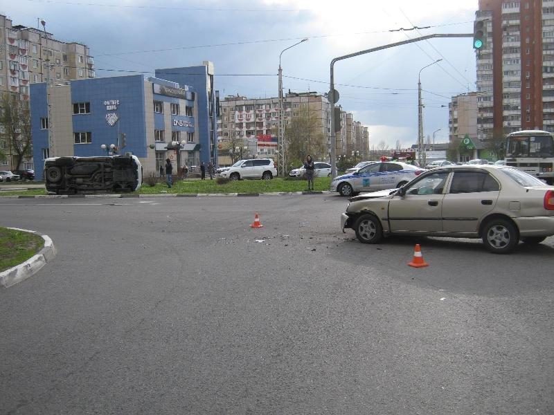 В Белгороде внедорожник перевернулся после столкновения с легковушкой, фото-3