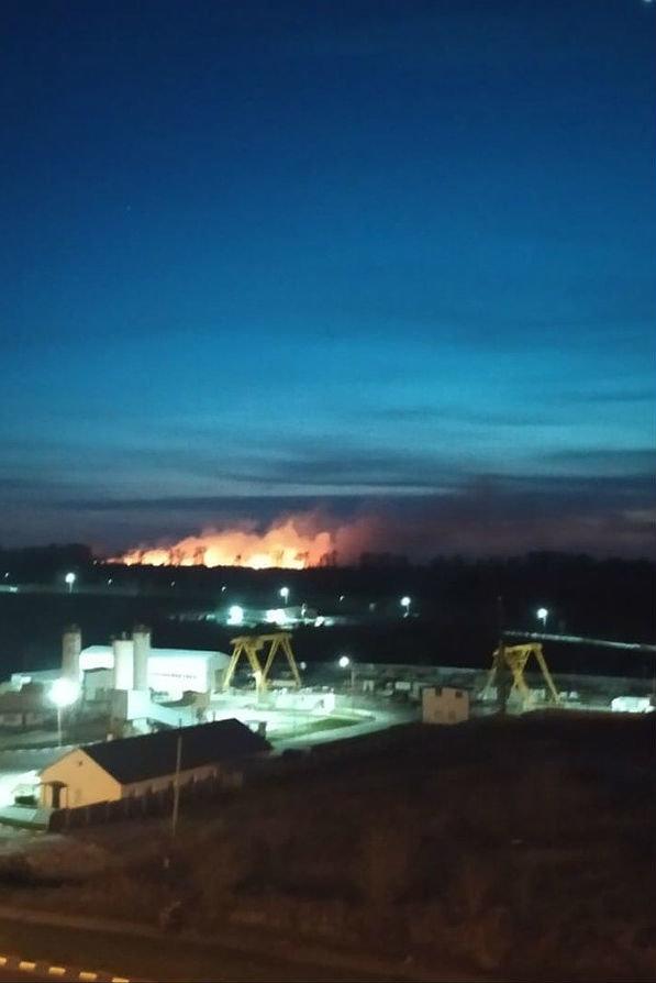Микрорайон Улитка осветил вечерний пожар, фото-1
