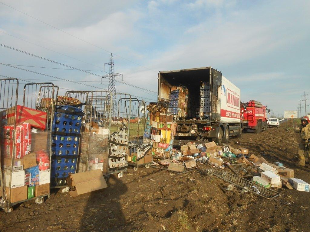 В Белгороде загорелся грузовик «Магнита», фото-1
