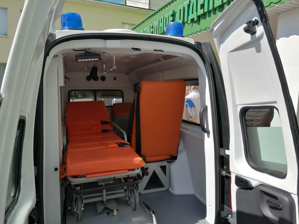 В райбольнице Белгородской области появился новый автомобиль скорой помощи от фонда «Поколение», фото-3