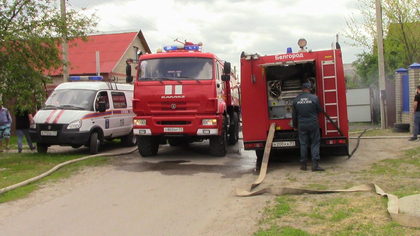 В Белгороде полтора часа тушили пожар в частном доме и гараже , фото-3