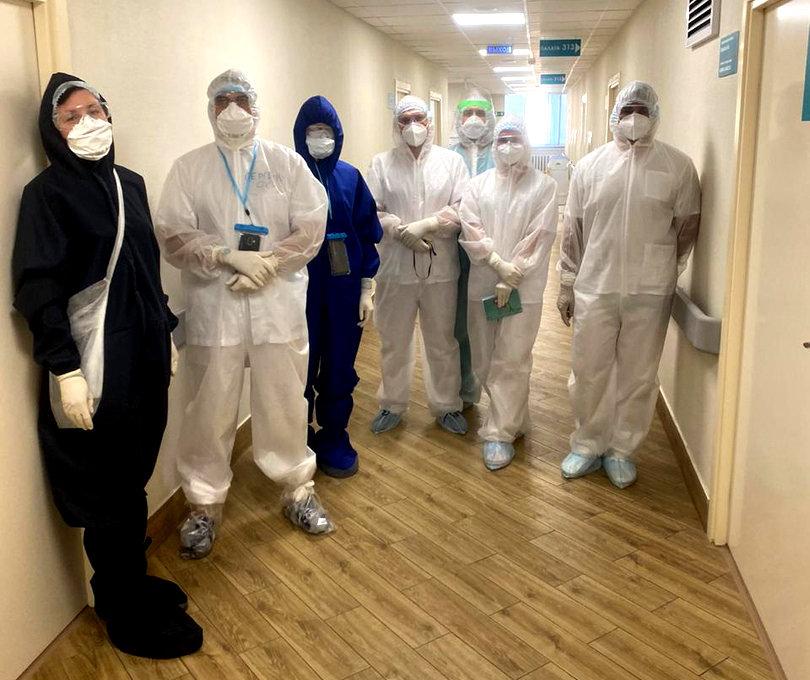 Как выглядят медики при работе в ковид-госпитале Белгорода, фото-3, Фото: Антон Бондарев