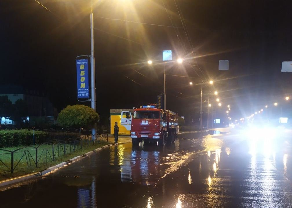 Белгородские спасатели устраняют последствия непогоды, фото-1
