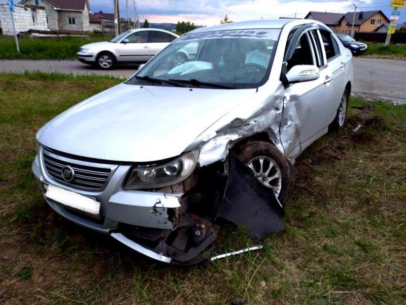 В Строителе водитель «Тойоты» отправил в больницу трёх человек, фото-4