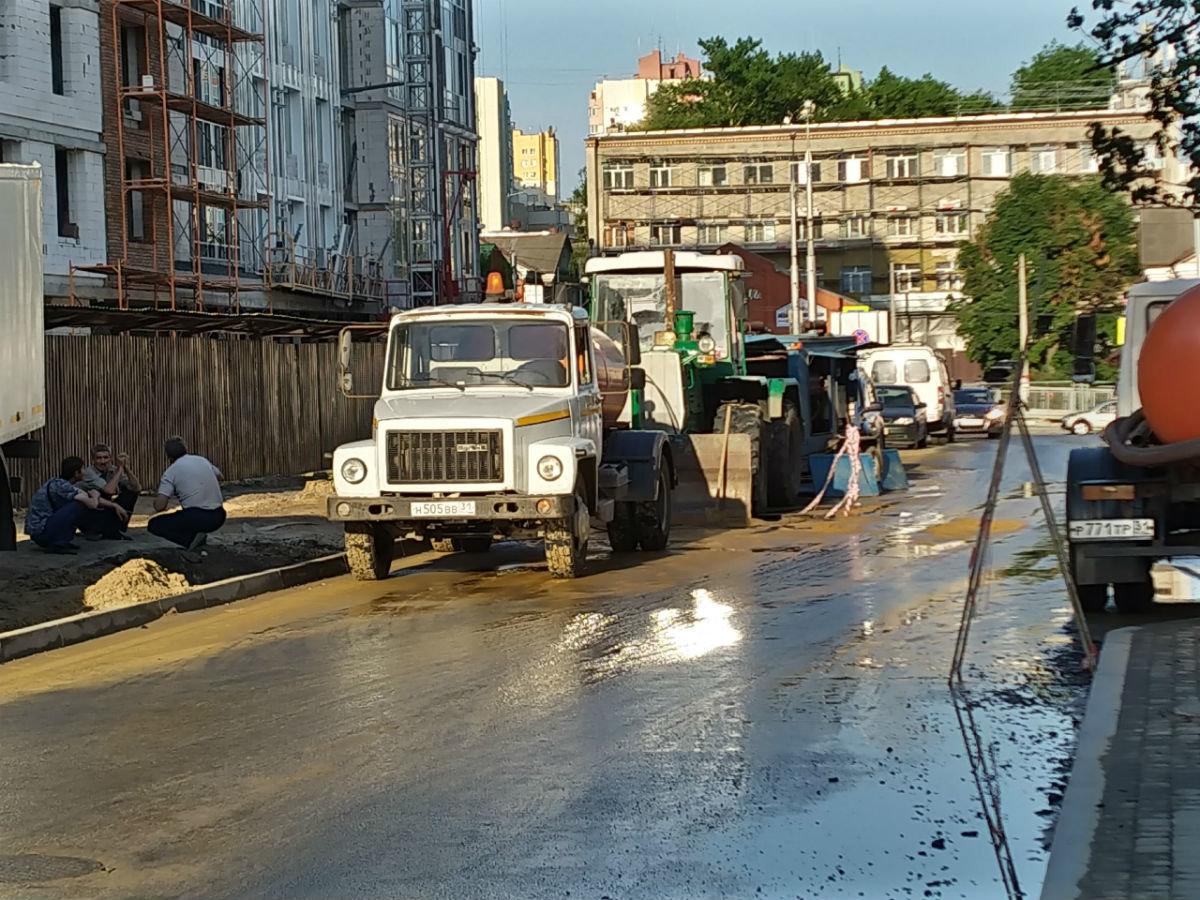В центре Белгорода повреждён трубопровод холодной воды, фото-2