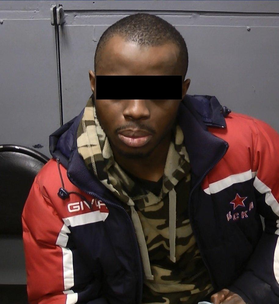 На границе под Белгородом задержали автомобиль с нигерийцем в багажнике , фото-1