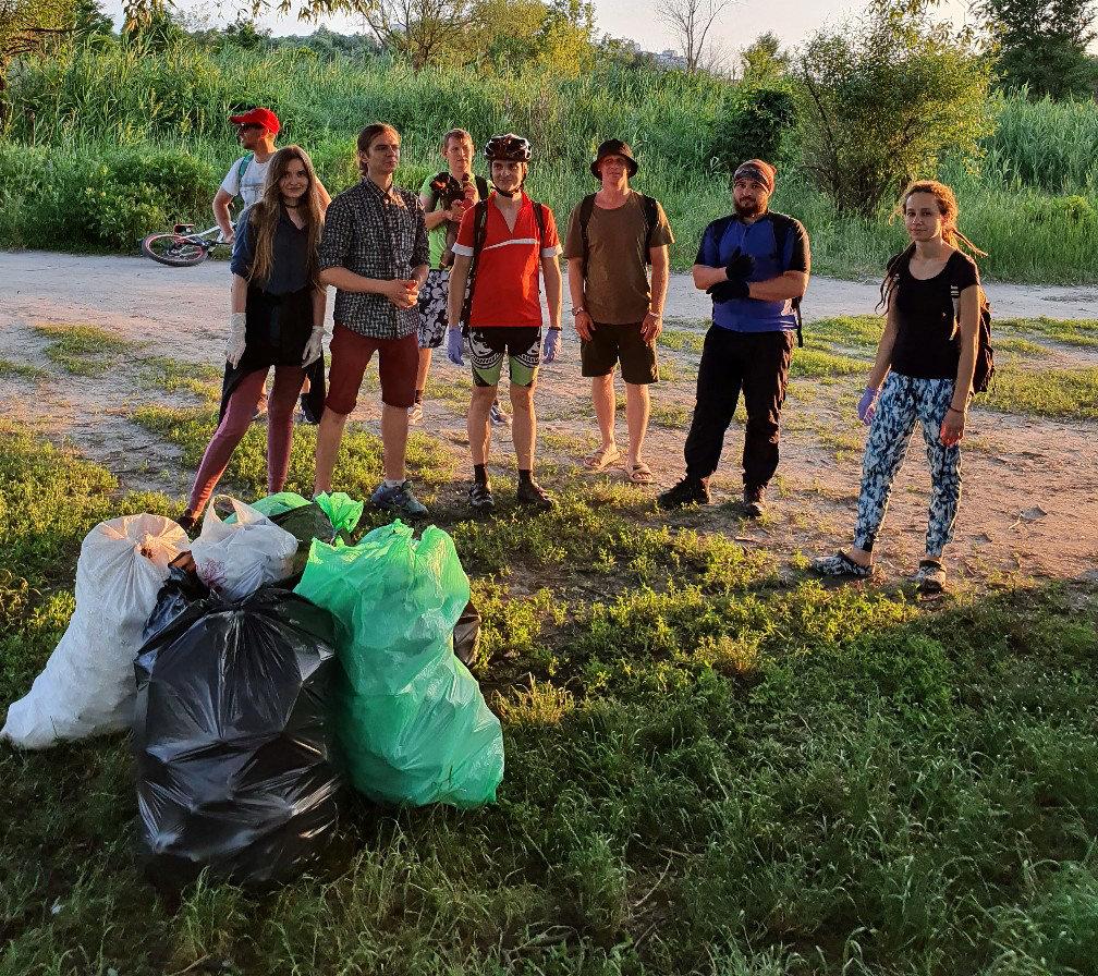 «Может, кто-то узнает свой мусор и задумается». Как белгородские волонтёры делают город чище, фото-1
