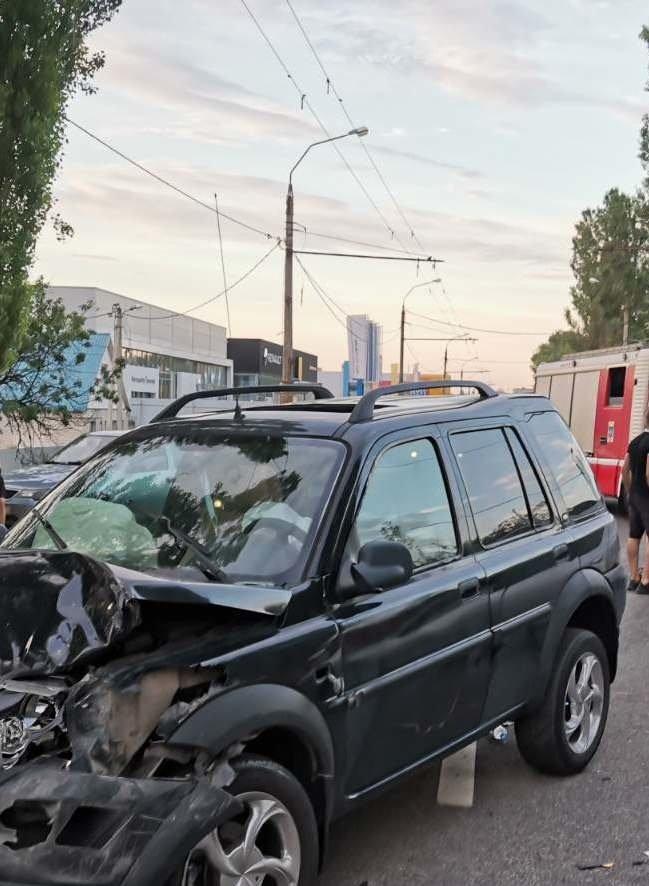 В Белгороде столкнулись Land Cruiser и Renault , фото-3