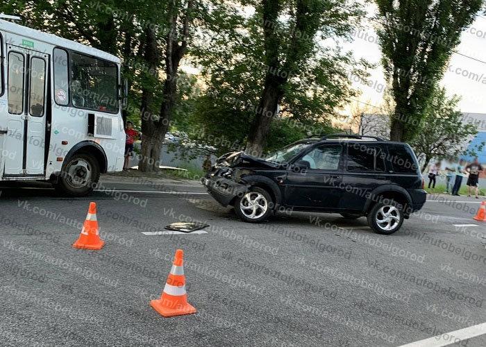В Белгороде столкнулись Land Cruiser и Renault , фото-1