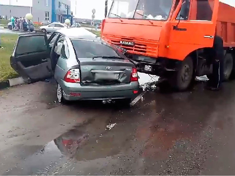 В Старом Осколе в столкновении «Лады» с КамАЗом погибли два человека, фото-1