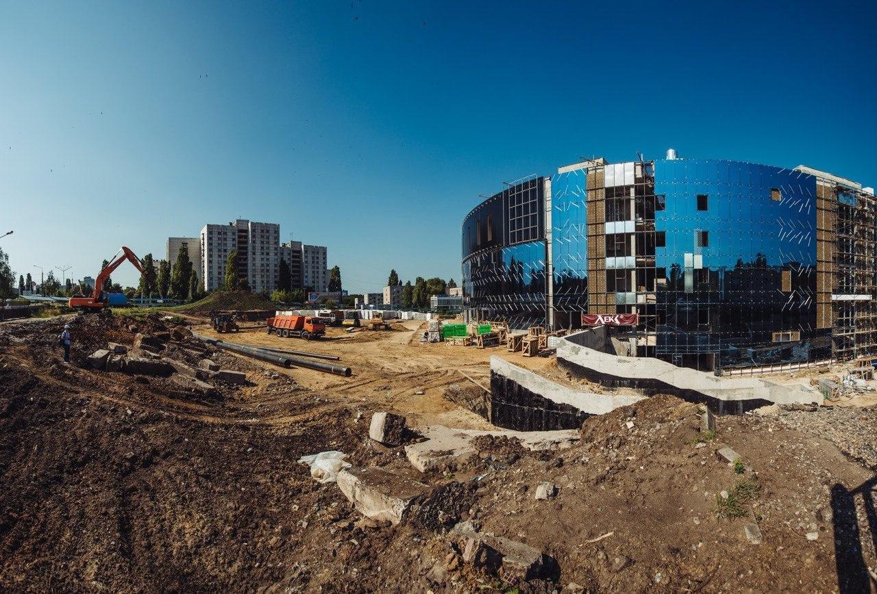 Строящаяся спортивная арена в Белгороде засияла как зеркальный кубок, фото-2
