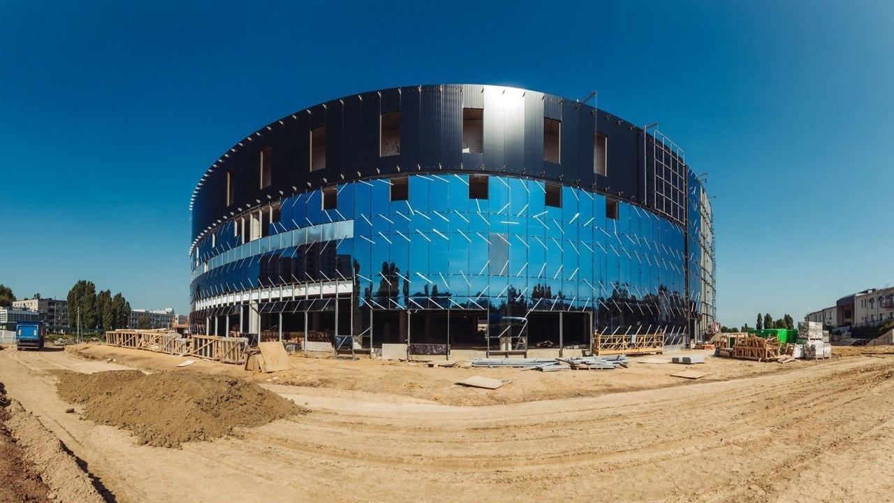 Строящаяся спортивная арена в Белгороде засияла как зеркальный кубок, фото-1