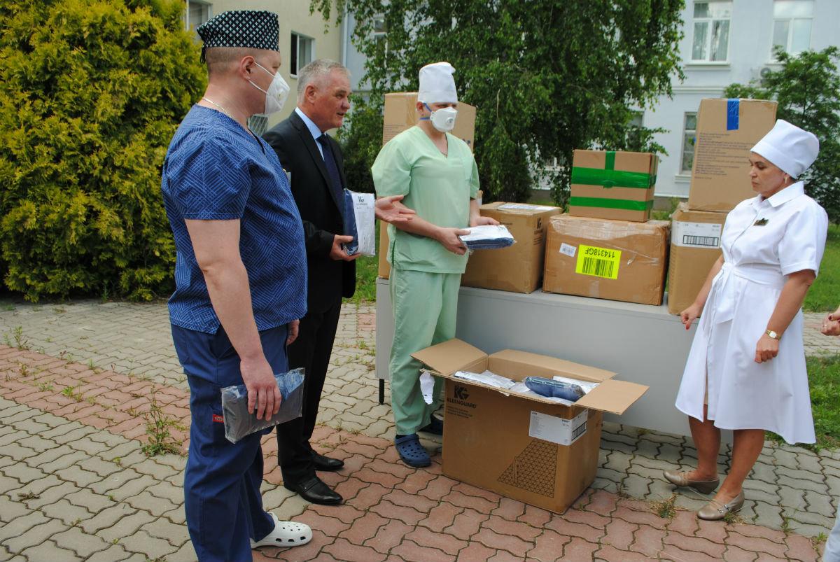 Очередную партию средств индивидуальной защиты передал белгородским медикам фонд «Поколение», фото-1