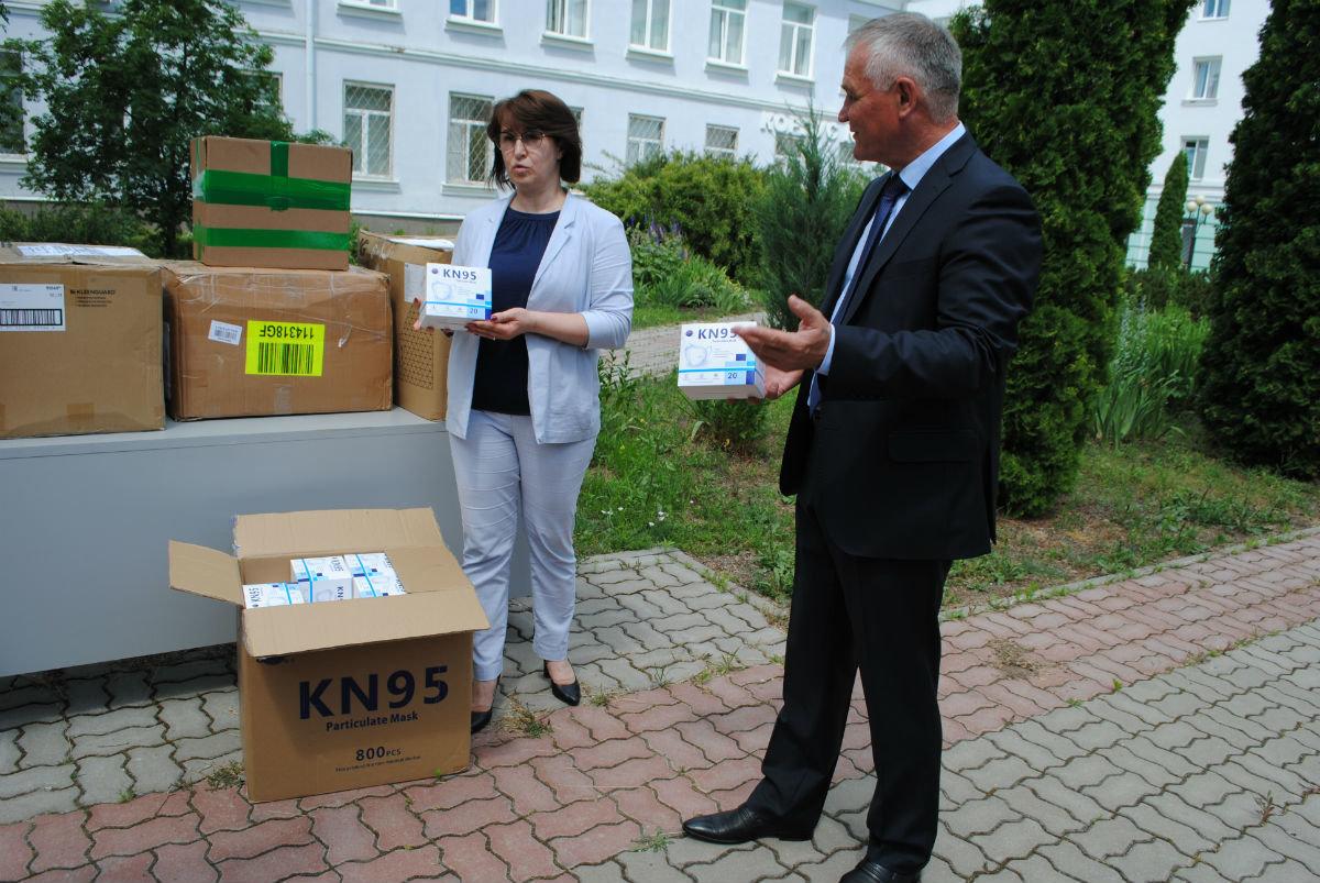Очередную партию средств индивидуальной защиты передал белгородским медикам фонд «Поколение», фото-2