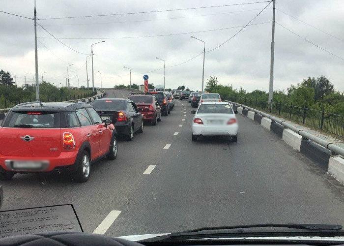 Из-за поломки умного светофора Белгород попал в большую пробку , фото-3