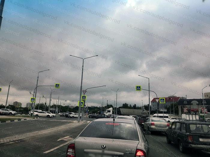 Из-за поломки умного светофора Белгород попал в большую пробку , фото-1