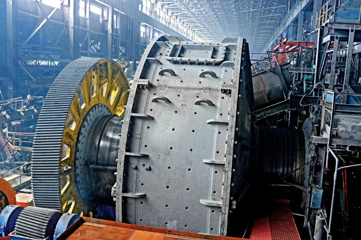 На обогатительной фабрике Лебединского ГОКа идёт замена главного агрегата, фото-1